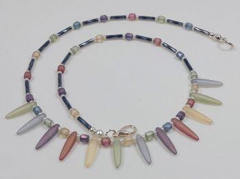 Collier mit satinierten Glastropfen